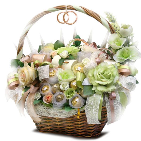 подарочная корзина с конфетами на свадьбу